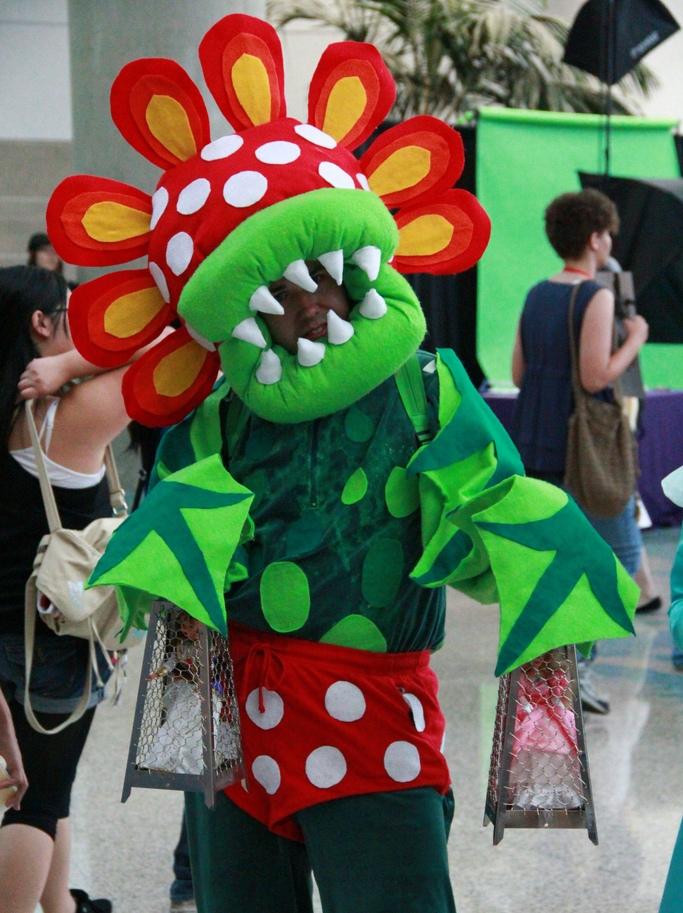 Produsen Badut Event Halloween Karakter Ikan Piranha