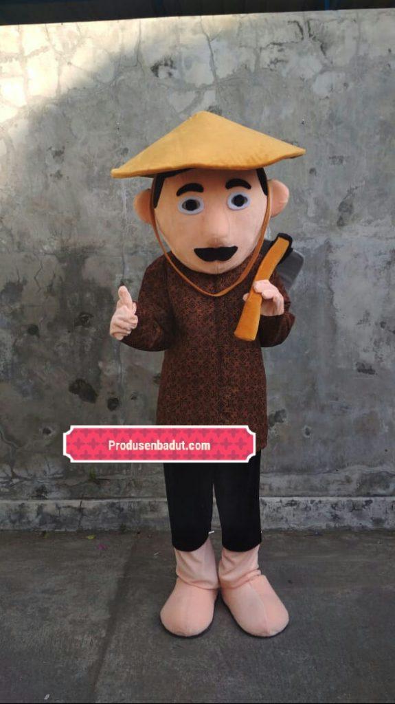 Produsen Badut Maskot Profesi Petani Dengan Cangkul
